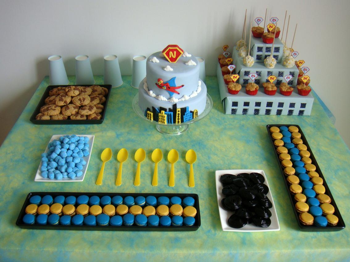 gateau d anniversaire super hros intrieur table super hros 123rveilles - Gateau Anniversaire Super Heros